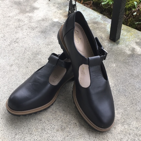 f63a054aaec Clarks Shoes - Clarks Somerset Mary Jane Oxfords. Size 9.5. Black